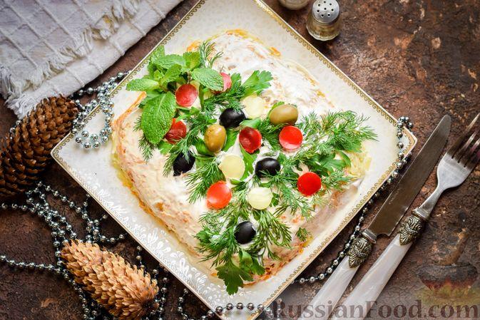 """Фото приготовления рецепта: Салат """"Селедка под шубой"""" с грибами и морковью - шаг №19"""