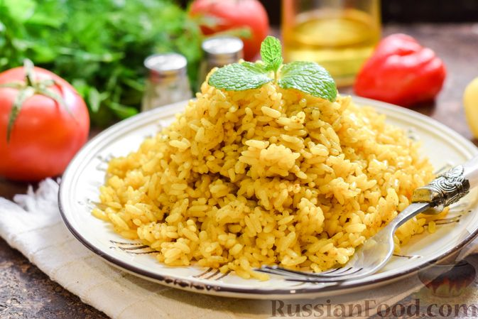 Фото приготовления рецепта: Рисовая каша на воде, с куркумой, карри и сушёными травами - шаг №7