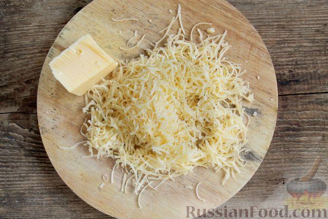 Фото приготовления рецепта: Слоёный салат с ветчиной, сыром, морковью и яблоками - шаг №6