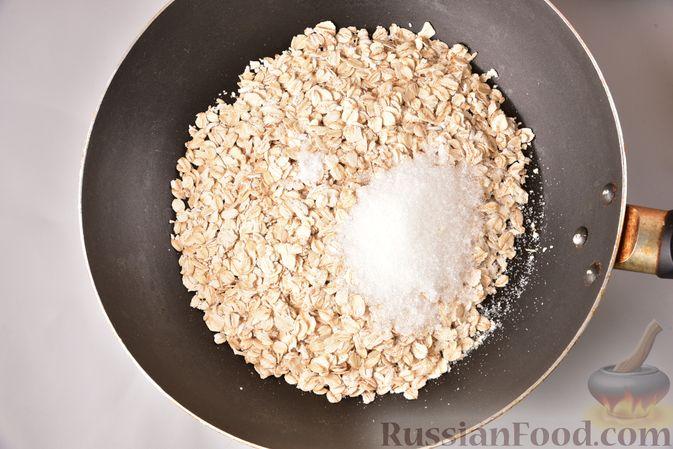 Фото приготовления рецепта: Сливочный десерт с хурмой и овсяными хлопьями - шаг №2