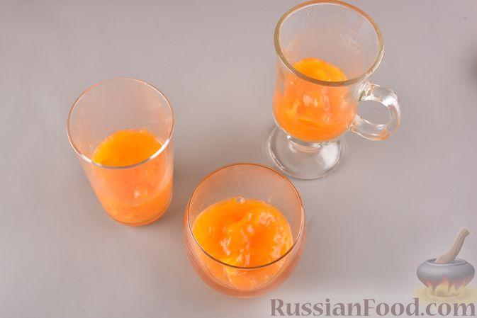 Фото приготовления рецепта: Сливочный десерт с хурмой и овсяными хлопьями - шаг №4