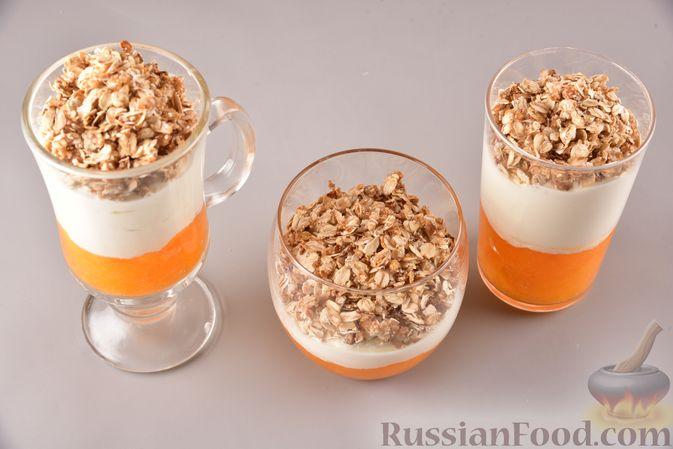 Фото приготовления рецепта: Сливочный десерт с хурмой и овсяными хлопьями - шаг №8