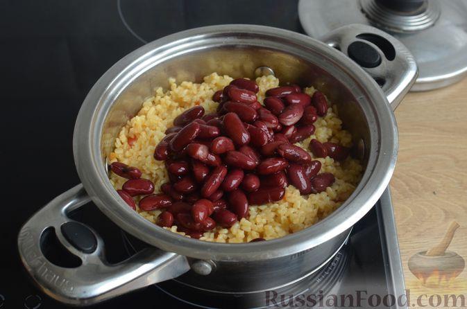Фото приготовления рецепта: Булгур с фасолью и сладким перцем - шаг №7