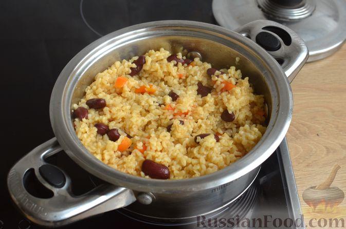 Фото приготовления рецепта: Булгур с фасолью и сладким перцем - шаг №8