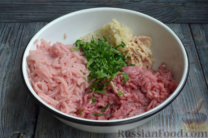 Фото приготовления рецепта: Котлеты из индейки и свинины - шаг №5
