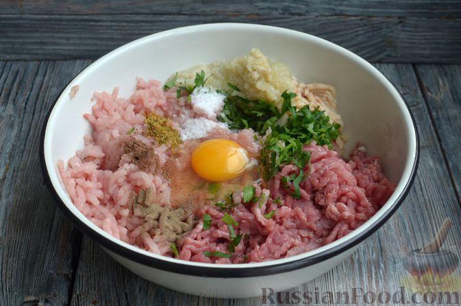 Фото приготовления рецепта: Котлеты из индейки и свинины - шаг №6