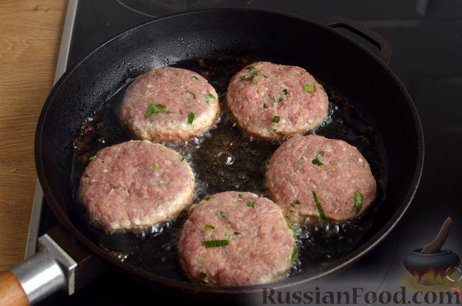 Фото приготовления рецепта: Котлеты из индейки и свинины - шаг №8