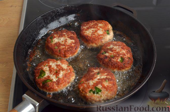 Фото приготовления рецепта: Котлеты из индейки и свинины - шаг №9
