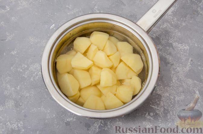 """Фото приготовления рецепта: """"Гнёзда"""" из картофельного пюре с мясным фаршем и сыром - шаг №2"""