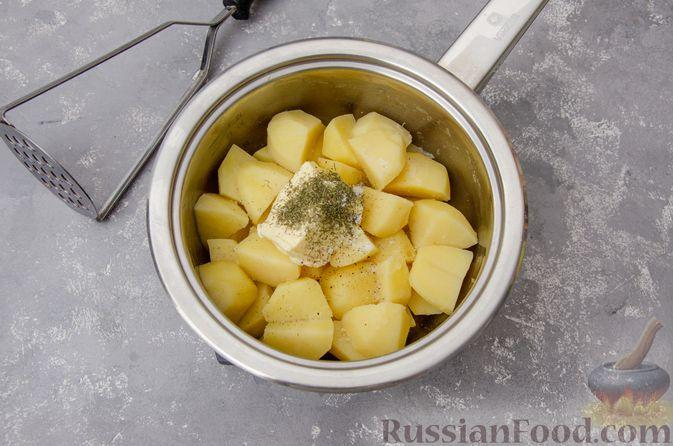 """Фото приготовления рецепта: """"Гнёзда"""" из картофельного пюре с мясным фаршем и сыром - шаг №3"""