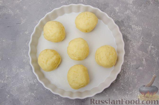 """Фото приготовления рецепта: """"Гнёзда"""" из картофельного пюре с мясным фаршем и сыром - шаг №9"""