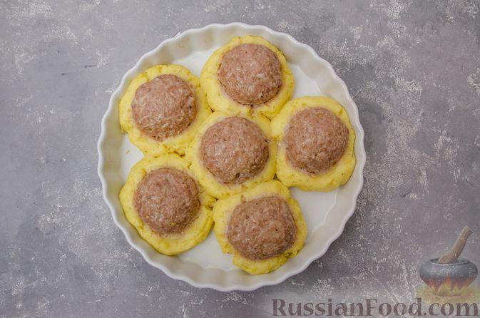 """Фото приготовления рецепта: """"Гнёзда"""" из картофельного пюре с мясным фаршем и сыром - шаг №12"""