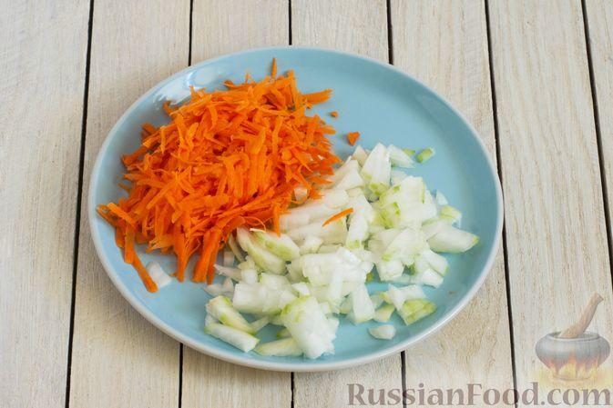 Фото приготовления рецепта: Грибной суп с перловой крупой - шаг №3