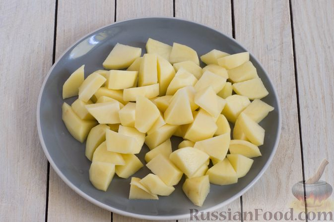 Фото приготовления рецепта: Грибной суп с перловой крупой - шаг №8