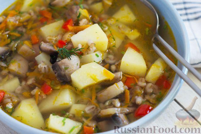 Фото приготовления рецепта: Грибной суп с перловой крупой - шаг №11