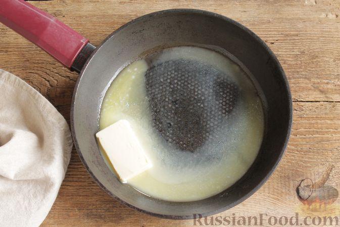 Фото приготовления рецепта: Мясной рулет с луком и сыром (в духовке) - шаг №4