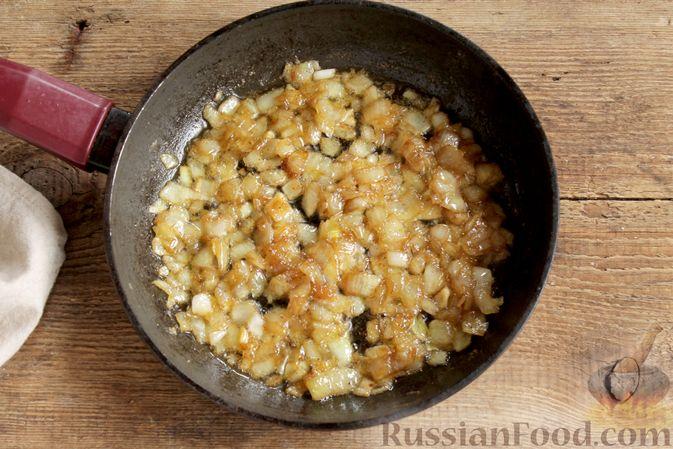Фото приготовления рецепта: Мясной рулет с луком и сыром (в духовке) - шаг №6