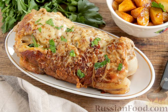 Фото приготовления рецепта: Мясной рулет с луком и сыром (в духовке) - шаг №16