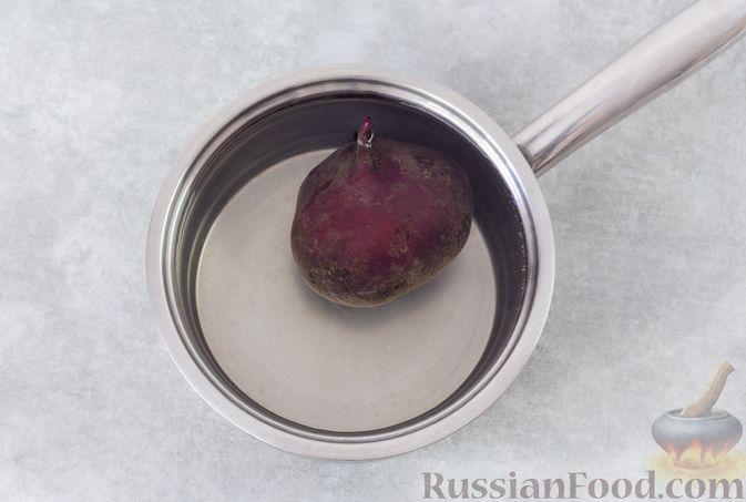 Фото приготовления рецепта: Салат с крабовыми палочками, свёклой и консервированной фасолью - шаг №2
