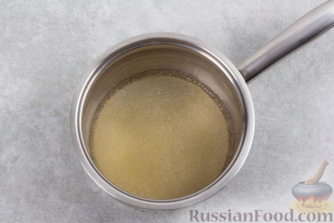 Фото приготовления рецепта: Творожно-сливочный десерт с шоколадом и кофе - шаг №2