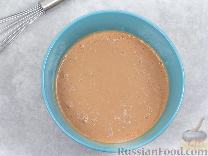Фото приготовления рецепта: Творожно-сливочный десерт с шоколадом и кофе - шаг №7