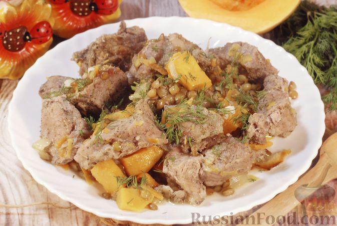 Фото к рецепту: Свинина, запечённая с чечевицей и тыквой