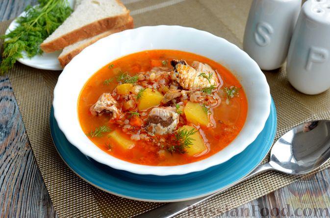 Фото к рецепту: Гречневый суп с рыбными консервами