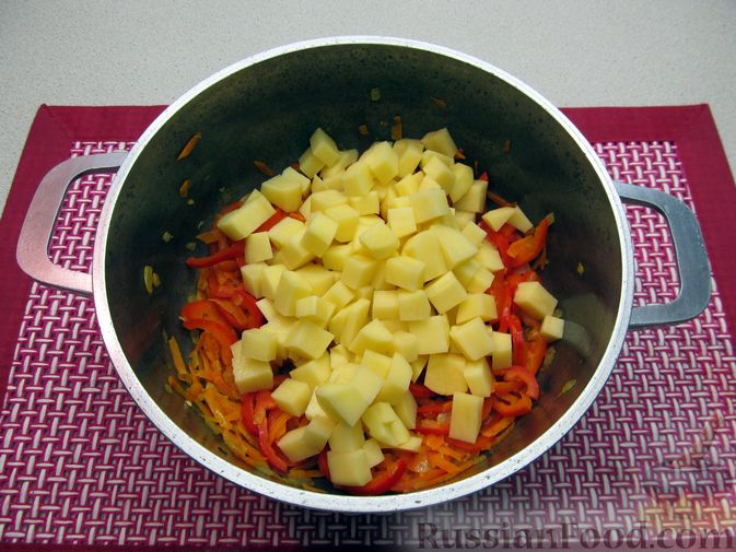 Фото приготовления рецепта: Гречневый суп с курицей и болгарским перцем - шаг №14
