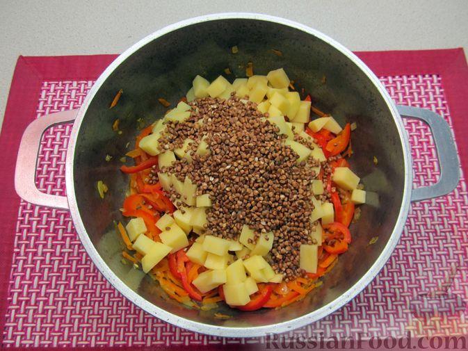 Фото приготовления рецепта: Гречневый суп с курицей и болгарским перцем - шаг №15