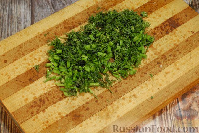 Фото приготовления рецепта: Грибной суп с сельдереем (в горшочках) - шаг №8