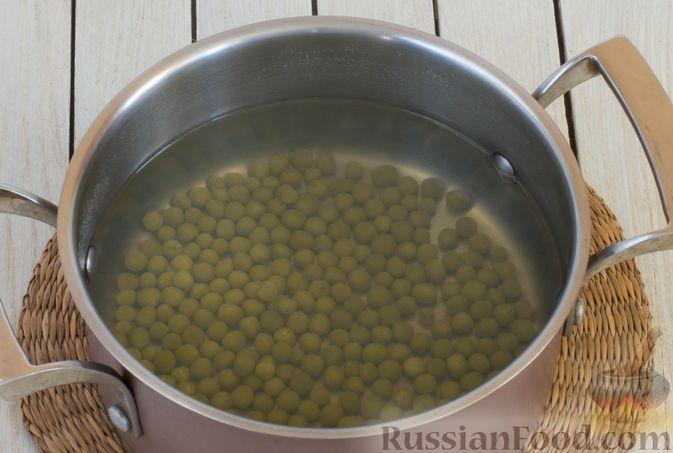 Фото приготовления рецепта: Суп-пюре из консервированного горошка с овощами и вермишелью - шаг №2