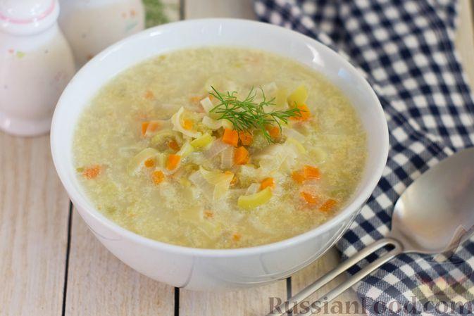 Фото приготовления рецепта: Суп-пюре из консервированного горошка с овощами и вермишелью - шаг №6