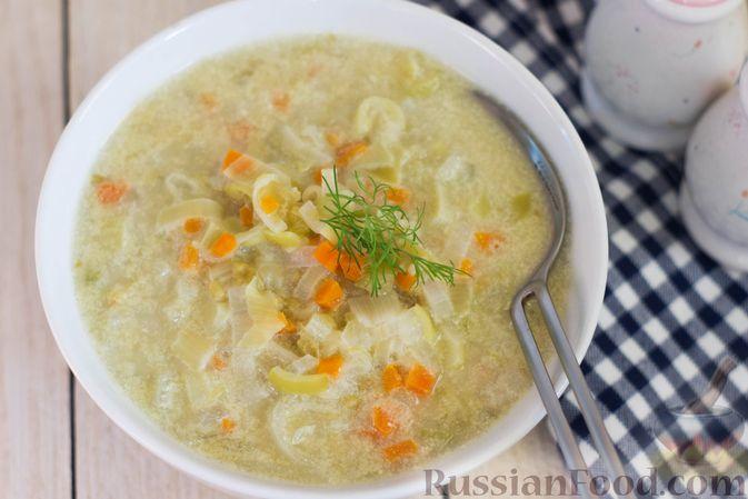 Фото приготовления рецепта: Суп-пюре из консервированного горошка с овощами и вермишелью - шаг №7