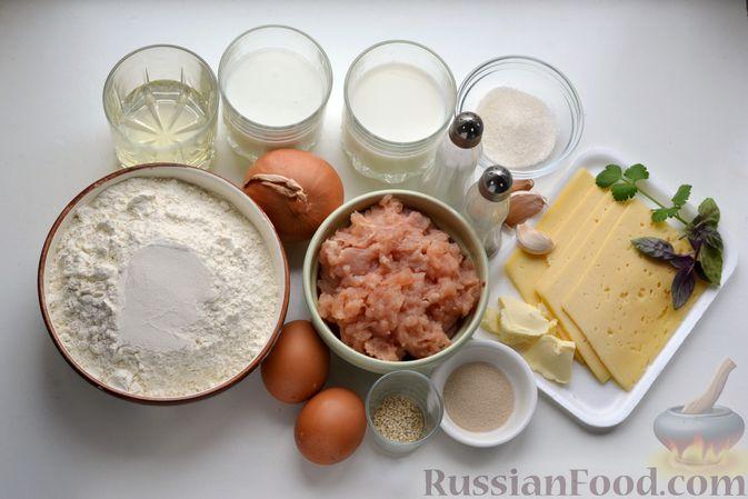 """Фото приготовления рецепта: Дрожжевой пирог """"Хризантема"""" с мясом и сыром - шаг №1"""