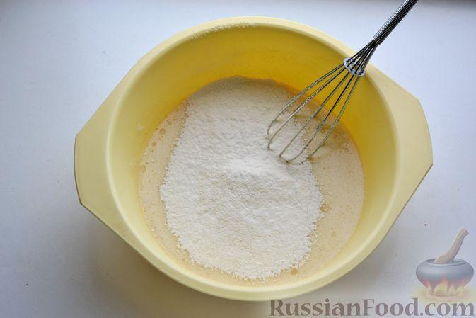 """Фото приготовления рецепта: Дрожжевой пирог """"Хризантема"""" с мясом и сыром - шаг №5"""