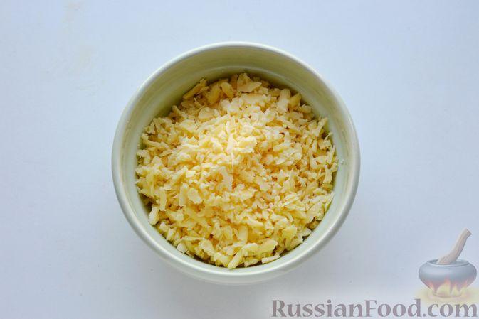 """Фото приготовления рецепта: Дрожжевой пирог """"Хризантема"""" с мясом и сыром - шаг №9"""
