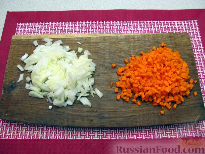 Фото приготовления рецепта: Булгур с мясным фаршем и томатной пастой (на сковороде) - шаг №2