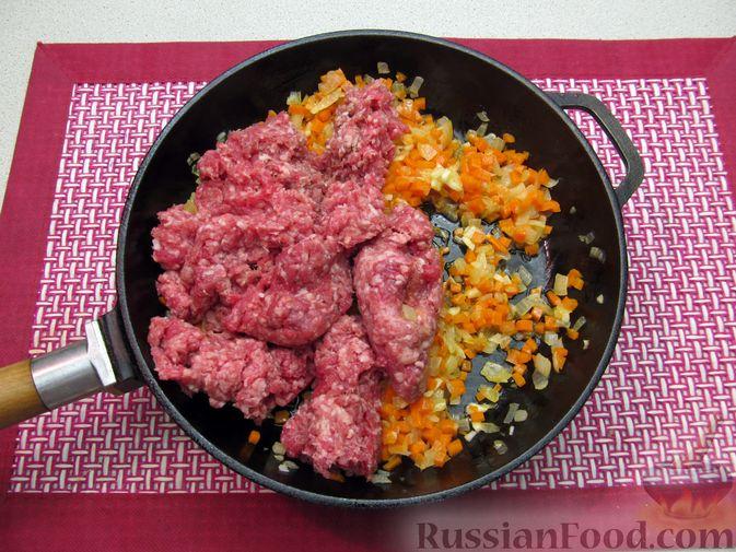 Фото приготовления рецепта: Булгур с мясным фаршем и томатной пастой (на сковороде) - шаг №6