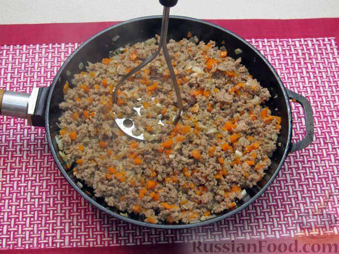 Фото приготовления рецепта: Булгур с мясным фаршем и томатной пастой (на сковороде) - шаг №7
