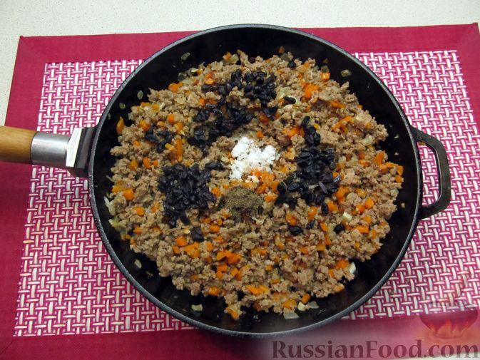 Фото приготовления рецепта: Булгур с мясным фаршем и томатной пастой (на сковороде) - шаг №9