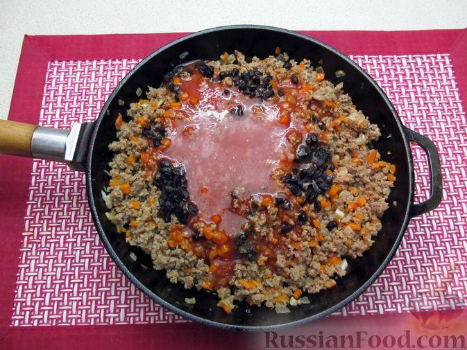Фото приготовления рецепта: Булгур с мясным фаршем и томатной пастой (на сковороде) - шаг №10