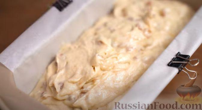 Фото приготовления рецепта: Банановый хлеб с изюмом и орехами - шаг №4