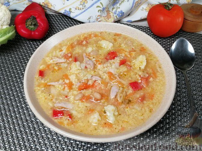 Фото к рецепту: Фасолевый суп с пшеном и цветной капустой на курином бульоне