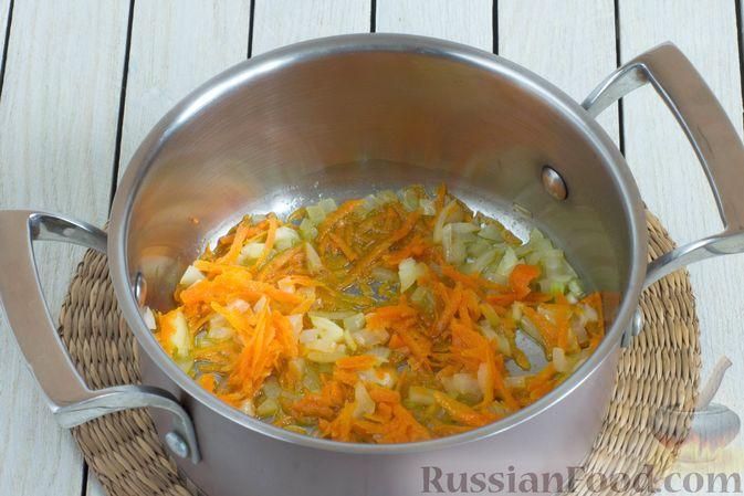 Фото приготовления рецепта: Овощной суп с нутом и чечевицей - шаг №4