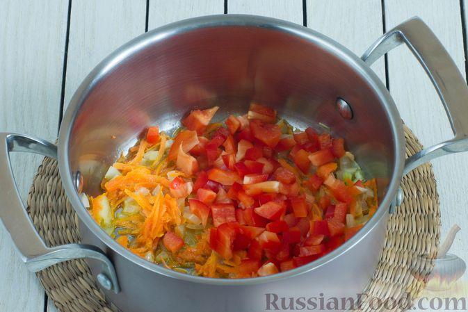 Фото приготовления рецепта: Овощной суп с нутом и чечевицей - шаг №5