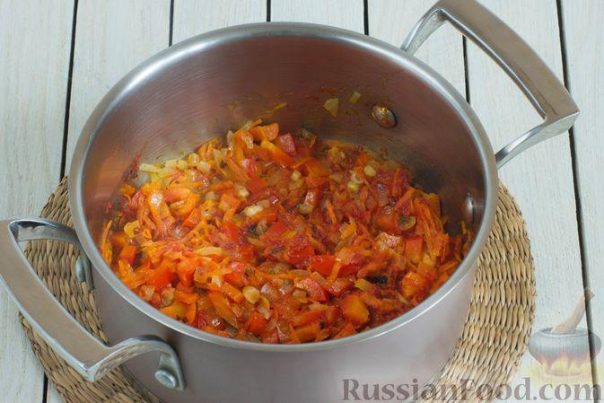 Фото приготовления рецепта: Овощной суп с нутом и чечевицей - шаг №6