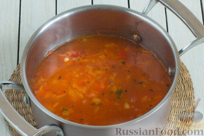 Фото приготовления рецепта: Овощной суп с нутом и чечевицей - шаг №8