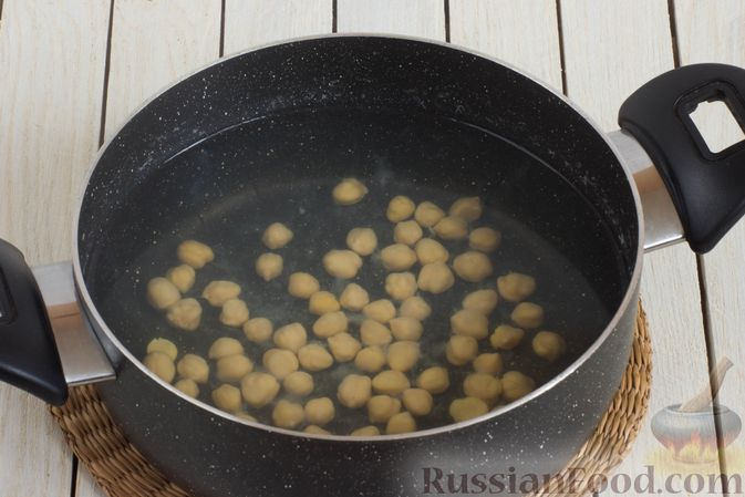 Фото приготовления рецепта: Борщ с краснокочанной капустой и нутом - шаг №2