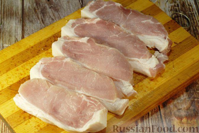 Фото приготовления рецепта: Мясо по-французски с помидорами, грибами и картофельным пюре - шаг №3