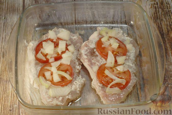 Фото приготовления рецепта: Мясо по-французски с помидорами, грибами и картофельным пюре - шаг №11